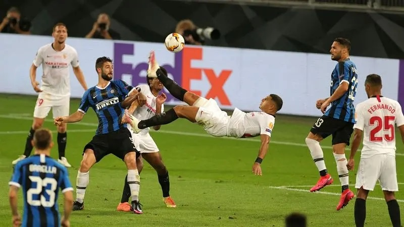 Diego Carlos' overhead kick went in off Romelu Lukaku as Sevilla beat Inter in the Europa League final