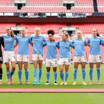 Manchester City players line up before the Women's FA Community Shield
