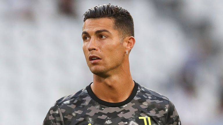 """Cristiano Ronaldo """"Jet out of Italy"""" to complete his transfer to club Manchester 2"""